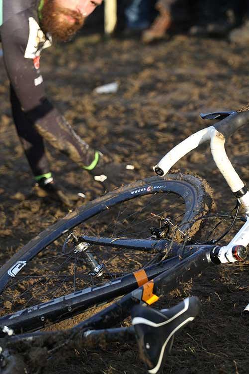 Cyclocross muddy crash