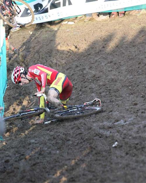 Winter-muddy-cyclocrosser-fall